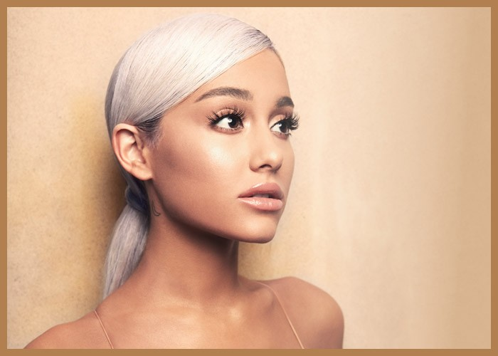 Ariana Grande Shows Off Natural Curly Hair